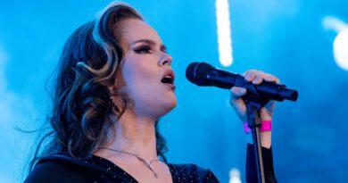 Ina Forsman bei den jazzopen Stuttgart 2021 auf der grossen Bühne am Schlossplatz