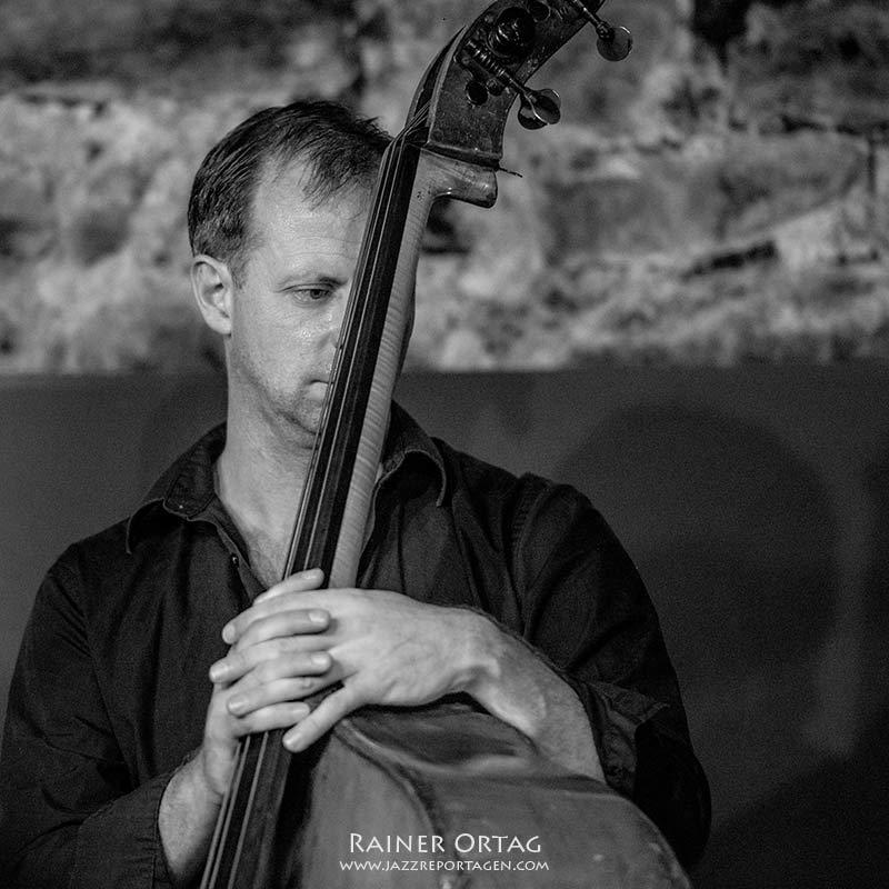 Jasper Somsen mit dem Lynne Arriale Trio im Jazzkeller Esslingen 2019