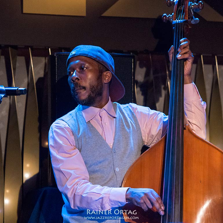 Joe Sanders mit Kendrick Scott Oracle im Jazzclub Bix Stuttgart 2020