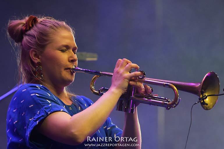 """Kirsi-Marja """"Kiki"""" Harju mit dem KAMA Kollektiv bei der jazzahead 2021 in Bremen"""