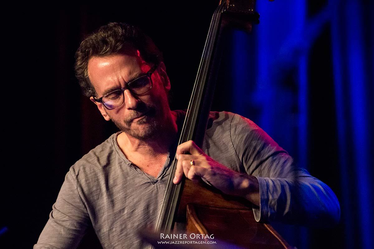 Larry Grenadier mit dem Wolfgang Muthspiel Quintett im Sudhaus Tübingen