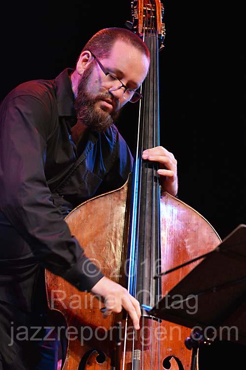 Robert Landfermann (Pablo Held Trio) beim Jazzfestival Esslingen 2016 und 2017 und (Sebastian Gille Quartet) im Theaterhaus Stuttgart 2020