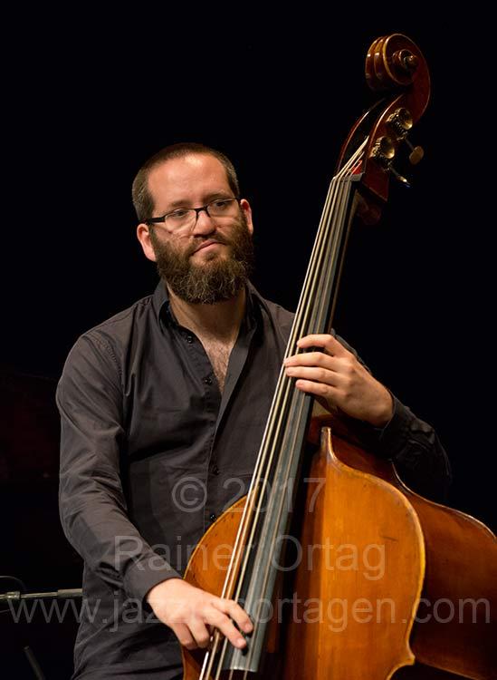 Robert Landfermann mit dem Pablo Held Trio beim Jazzfestival Esslingen 2017