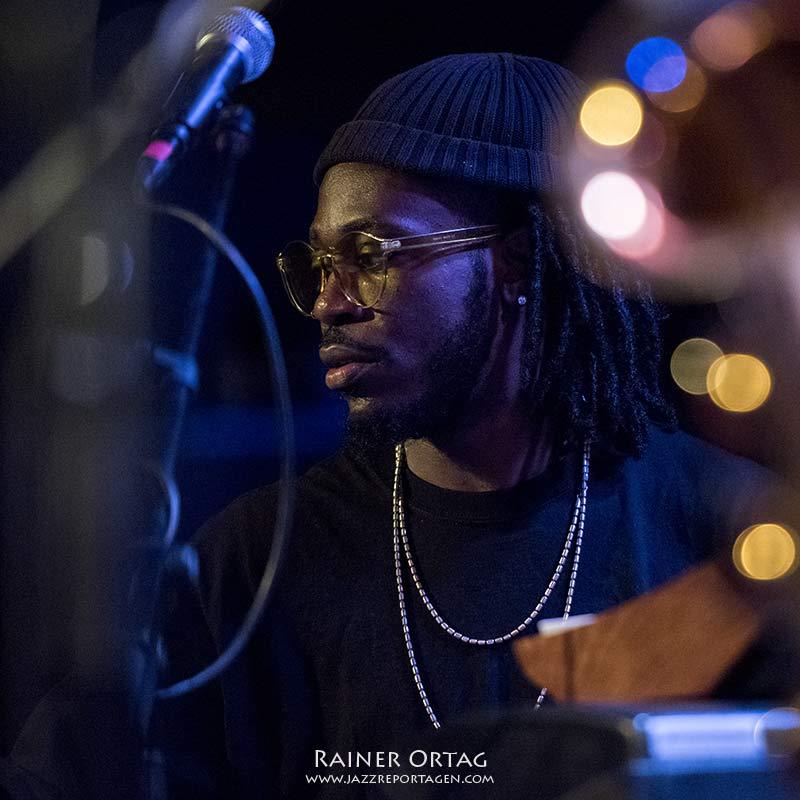 Vaughn Henry mit Ghost Note bei der jazzopen Stuttgart 2019 im Jazzclub Bix