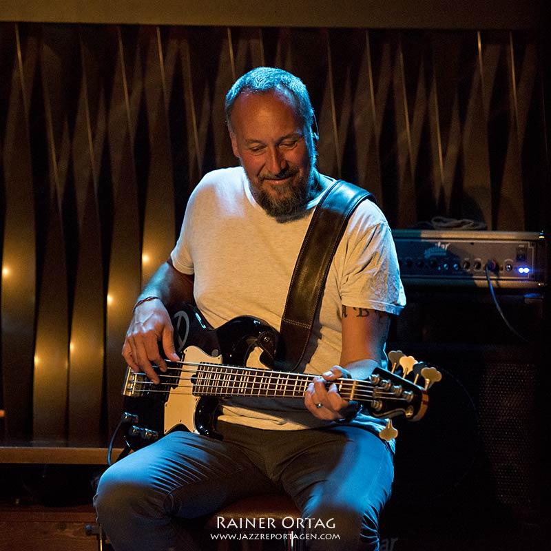 Claus Fischer mit der Simon Oslender Band im Jazzclub Bix Stuttgart 2020