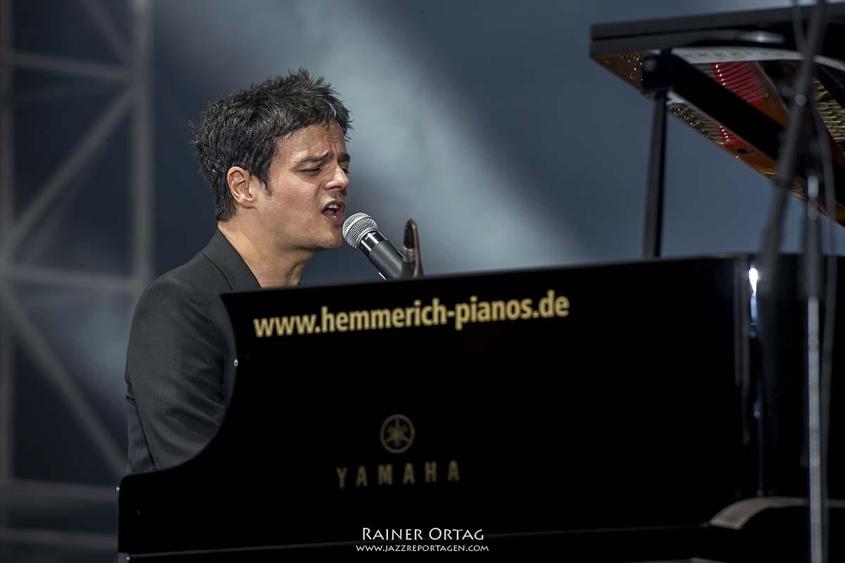 Jamie Cullum bei der jazzopen Stuttgart 2019 am Schloßplatz