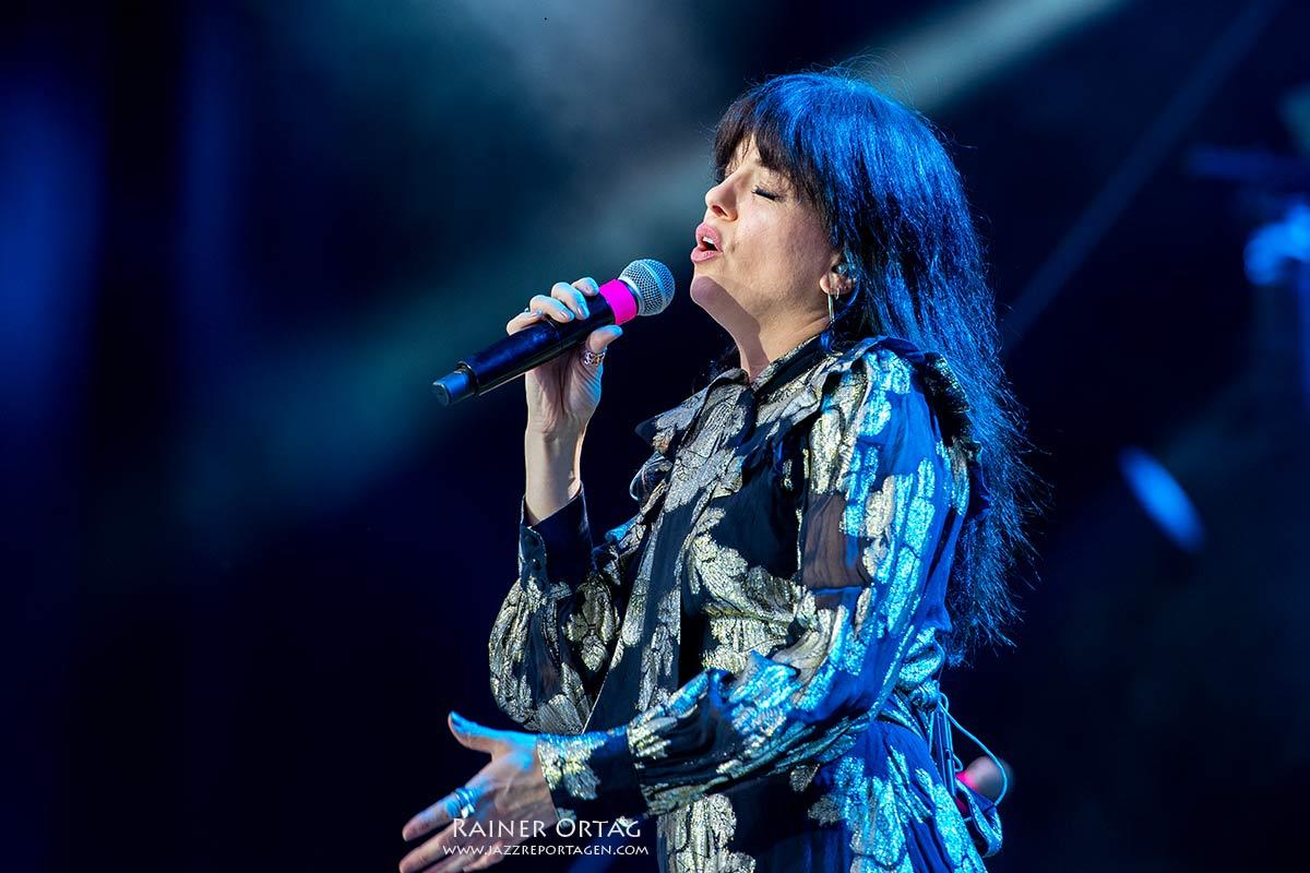 Imelda May bei der jazzopen Stuttgart 2021