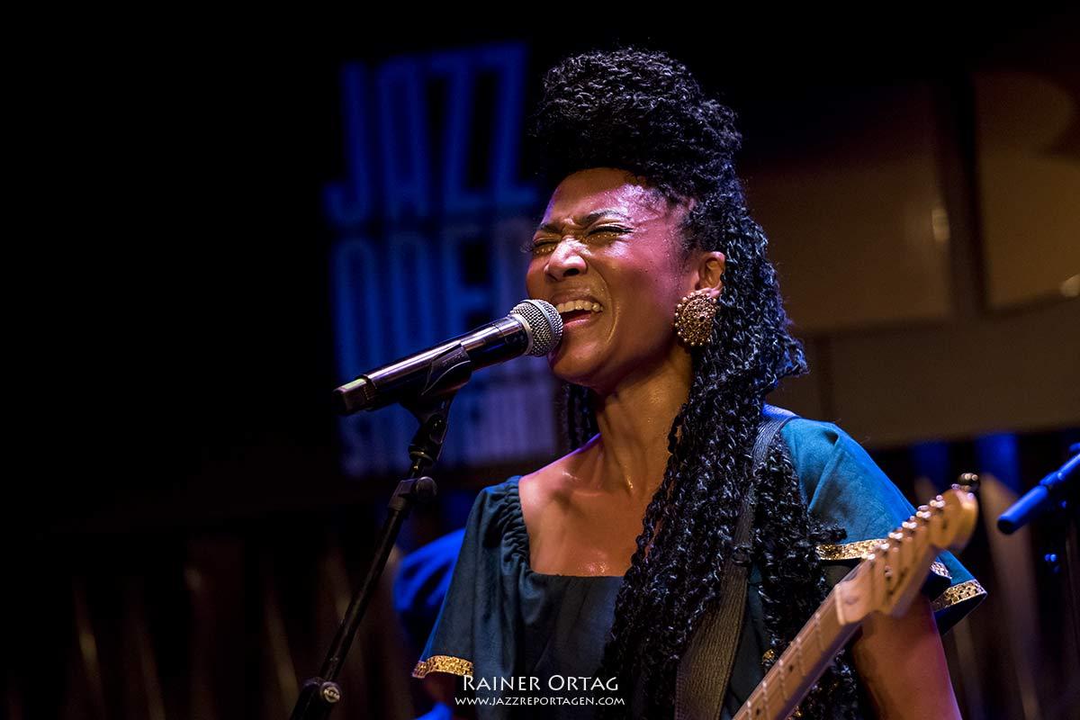 Judith Hill bei der jazzopen Stuttgart im Jazzclub Bix 2019