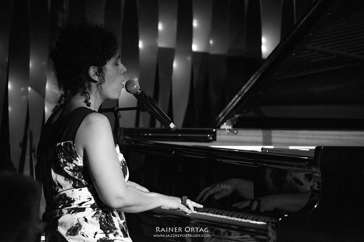 Julia Biel im Jazzclub Bix bei der jazzopen Stuttgart 2019